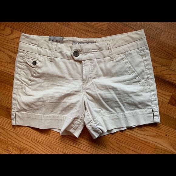 "BKE Pants - BKE Mollie 5"" inseam shorts"